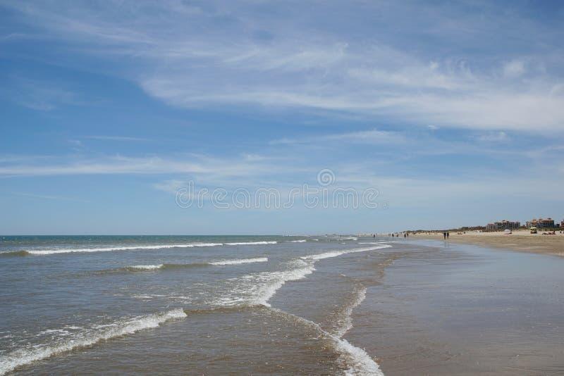Schöner sandiger Strand in Andalusien lizenzfreies stockfoto