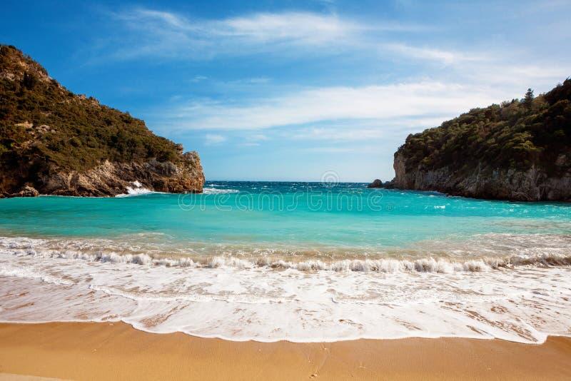 Schöner sandiger Strand in Paleokastritsa in Korfu, Griechenland stockfoto