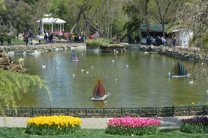 Schöner See in Emirgan-Park, Istanbul stockfotos