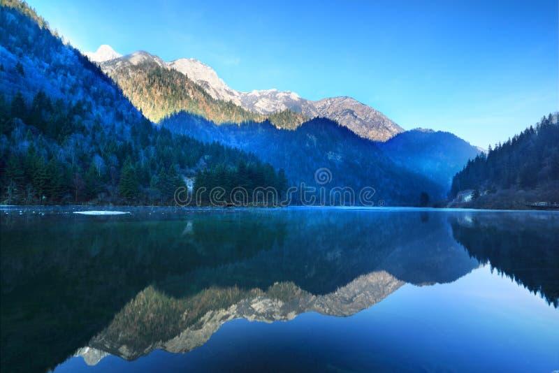 Schöner See im jiuzhai stockbilder