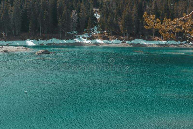 Schöner See von cauma im Bezirk von GraubÃ-¼ nden die Schweiz lizenzfreies stockbild
