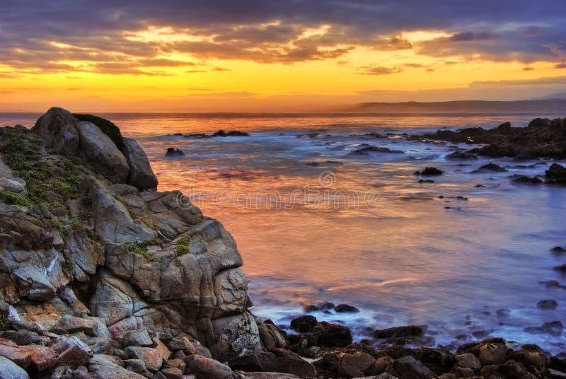 Schöner Sonnenaufgang über Monterey stockfotografie