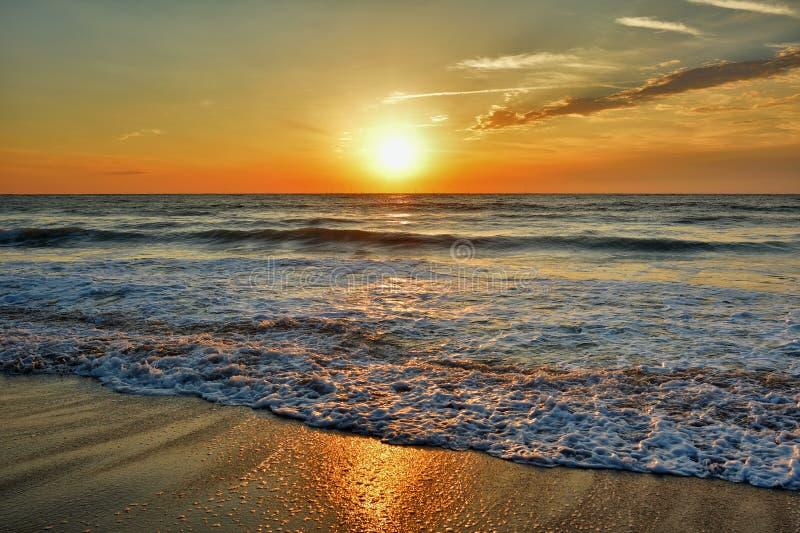 Schöner Sonnenaufgang auf dem Schwarzen Meer - dem Rumänien stockbilder