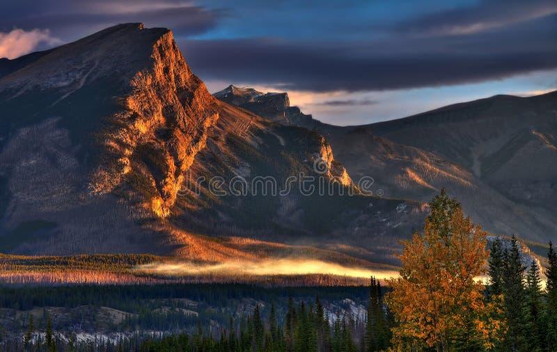 Schöner Sonnenaufgang im Tal stockfoto
