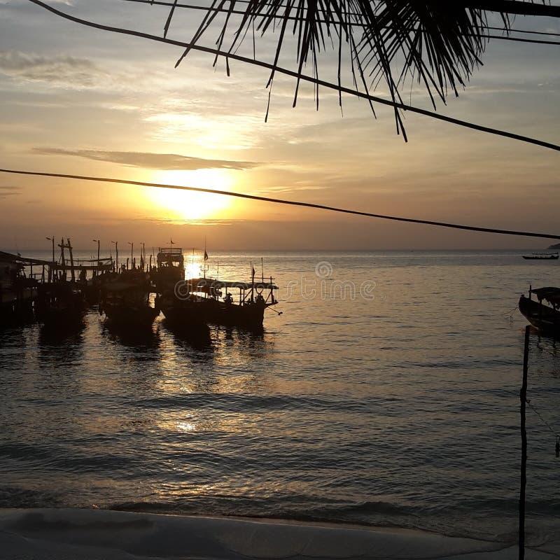 Schöner Sonnenaufgang in Kambodscha lizenzfreie stockfotos