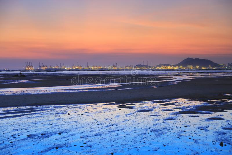 Schöner Sonnenaufgang Sonnenuntergangstrand in Hong Kong stockfotos