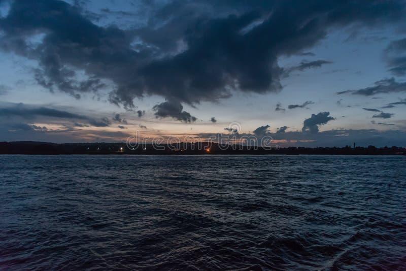 Schöner Sonnenuntergang über dem Connecticut River Delta lizenzfreie stockbilder