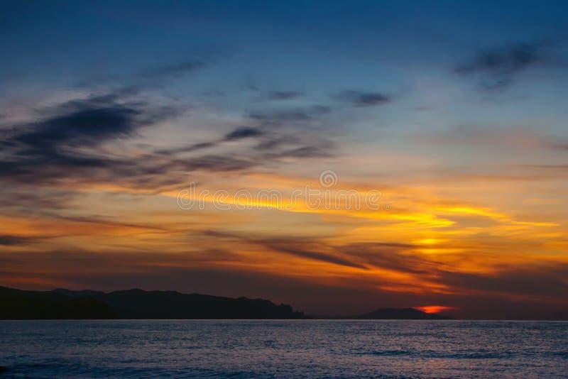 Schöner Sonnenuntergang über dem Schwarzen Meer krim stockbilder
