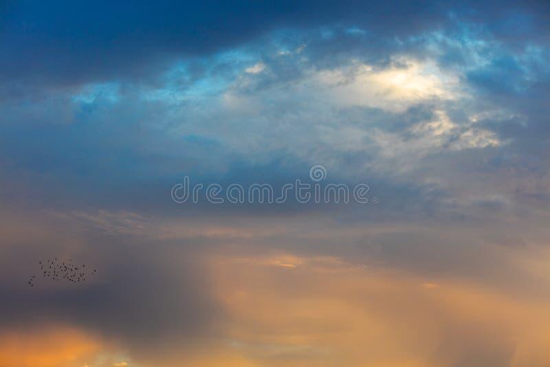 Schöner Sonnenuntergang über Mittelmeer lizenzfreie stockfotografie