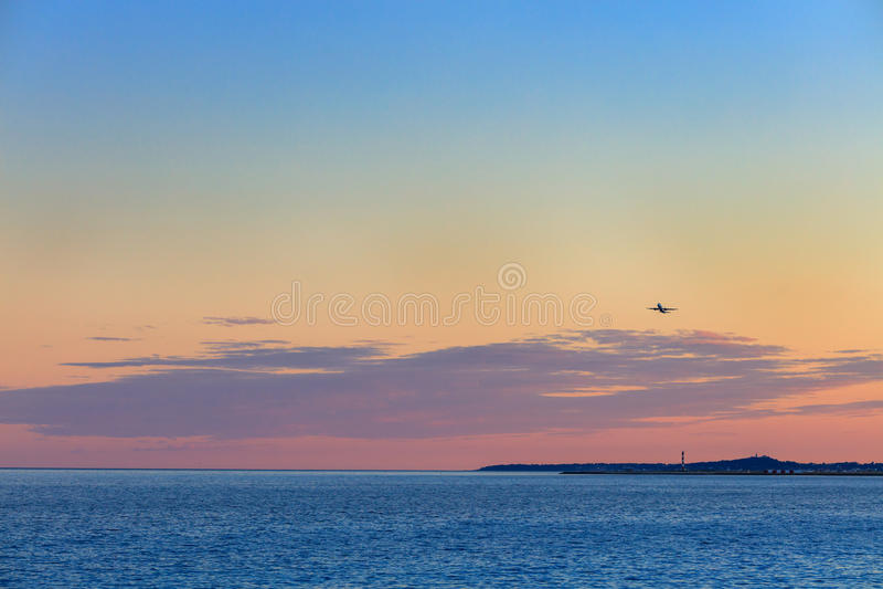 Schöner Sonnenuntergang über Mittelmeer stockfotos