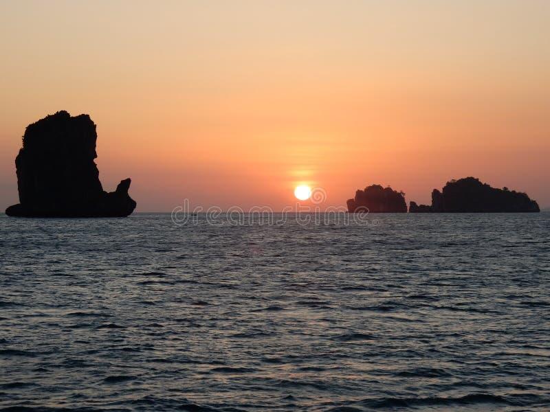 Schöner Sonnenuntergang lizenzfreie stockfotos