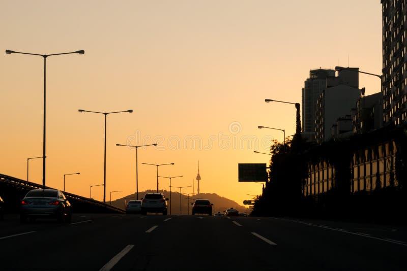 schöner Sonnenuntergang auf Gangbyeon-Schnellstraße in Seoul lizenzfreies stockbild