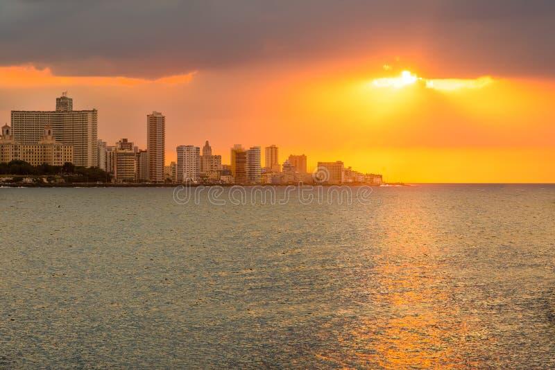 Schöner Sonnenuntergang in Havana lizenzfreies stockfoto