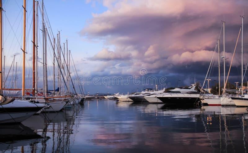 Schöner Sonnenuntergang in Saint-Tropez stockfotos