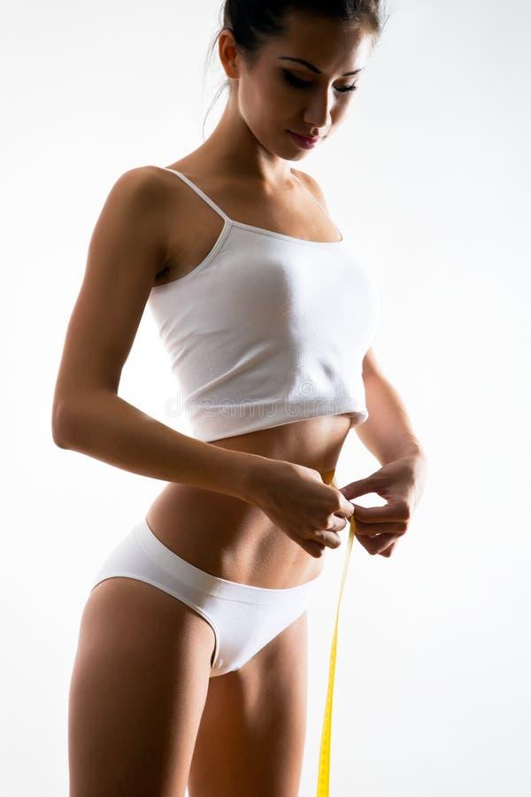Schöner sportlicher Frauenkörper stockfotos
