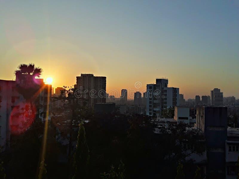 Schöner Stadtsonnenuntergang stockfotografie
