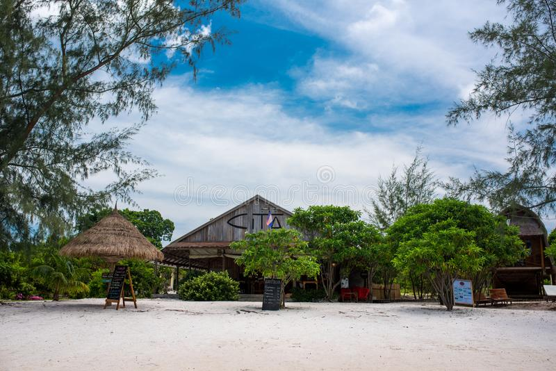 Schöner Strand der Tropeninsel Koh Rong Samloem mit Cita-Erholungsort stockfoto