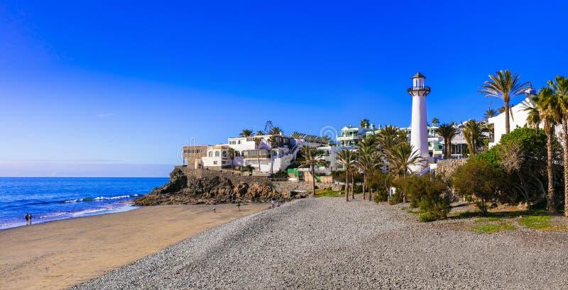 Schöner Strand mit Leuchtturm Playa del Aguila, Bahia Feliz, Insel Grand Canary stockfoto