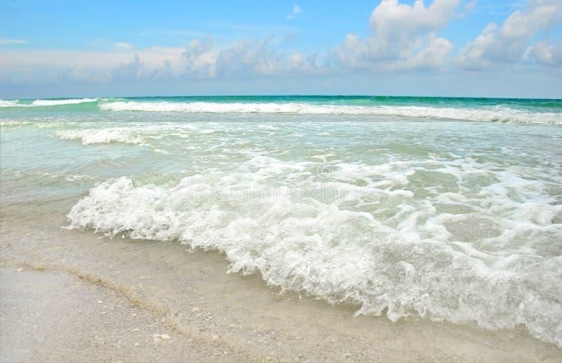 Schöner Strand und Ozean stockfotografie