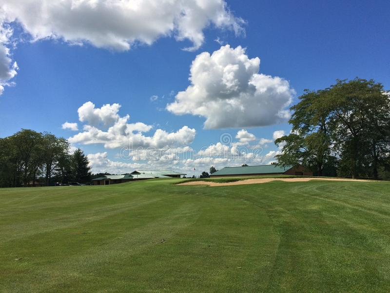 Schöner Tag für eine Golf-Runde stockfotografie