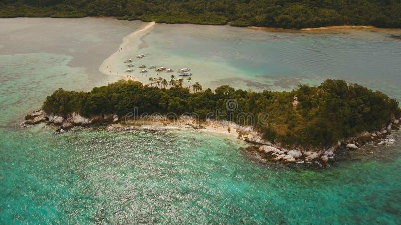Schöner tropischer Strand, Vogelperspektive Tropische Insel stockbild