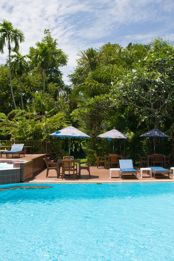 Schöner tropischer Swimmingpool. Thailand. stockfoto