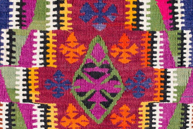 Schöner und farbiger traditioneller handgemachter türkischer Teppich lizenzfreie stockbilder