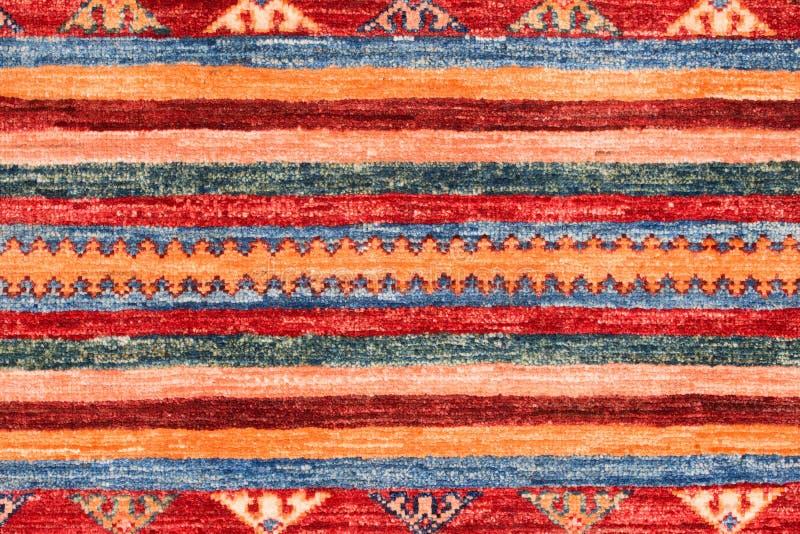 Schöner und farbiger traditioneller handgemachter türkischer Teppich lizenzfreie stockfotos
