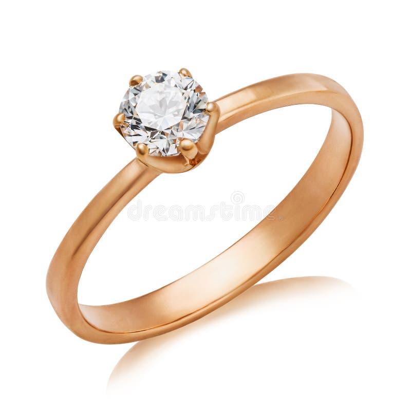 Schöner Verlobungsring mit einem großen Diamanten lokalisiert Das Foto wurde erhalten, indem man stapelte lizenzfreies stockbild