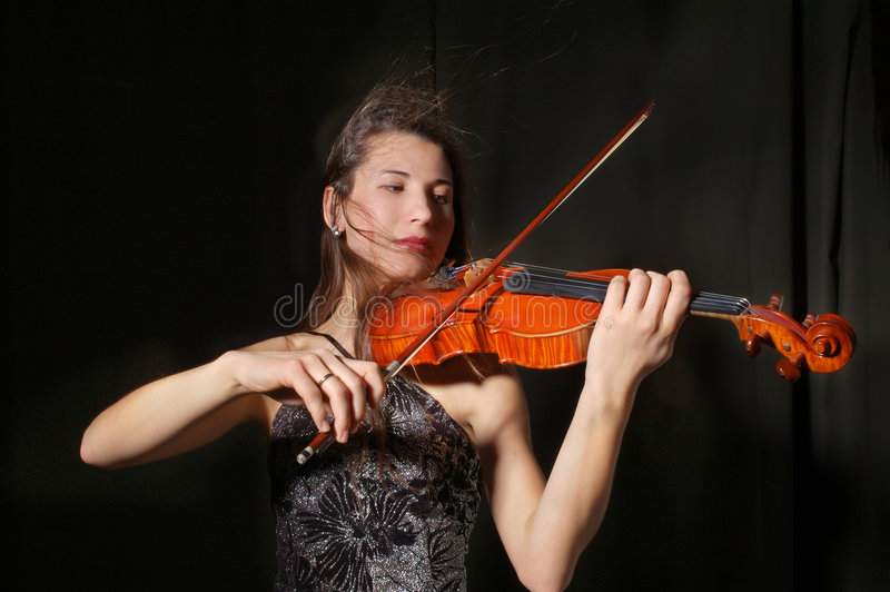Schöner Violinist stockbild