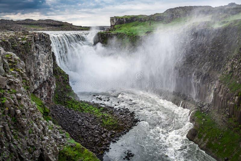 Schöner Wasserfall Dettifoss, Island stockbild