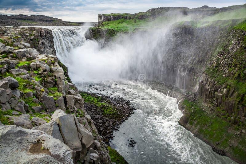 Schöner Wasserfall Dettifoss, Island stockfotografie