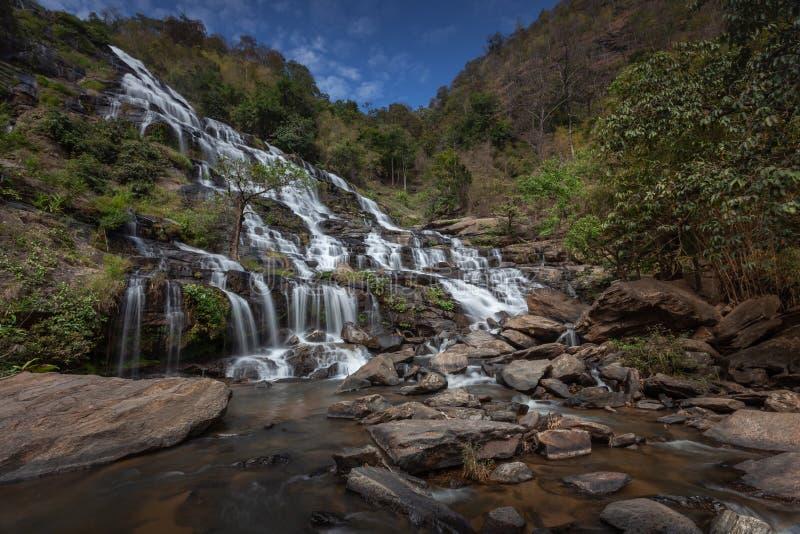Schöner Wasserfall am Nationalpark in Thailand stockfotos