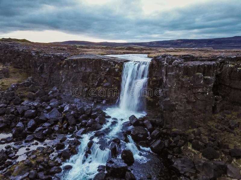 Schöner Wasserfall Oxarafoss in Süd-Island stockfotografie