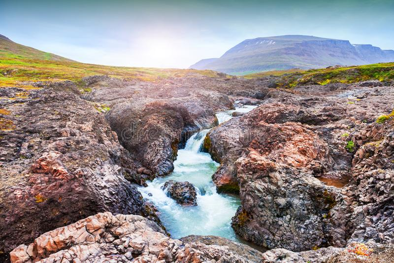 Schöner Wasserfall in West-Grönland lizenzfreie stockfotografie