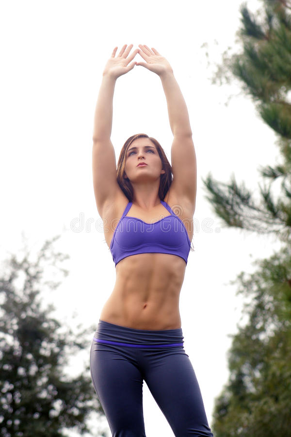 Schöner weiblicher Athlet draußen (4) stockfotos