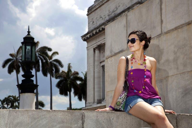 Schöner weiblicher Tourist in Havana, Kuba stockbild