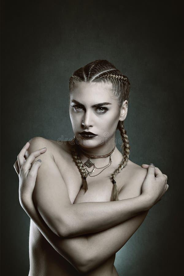Schöner weiblicher Vampir stockbilder