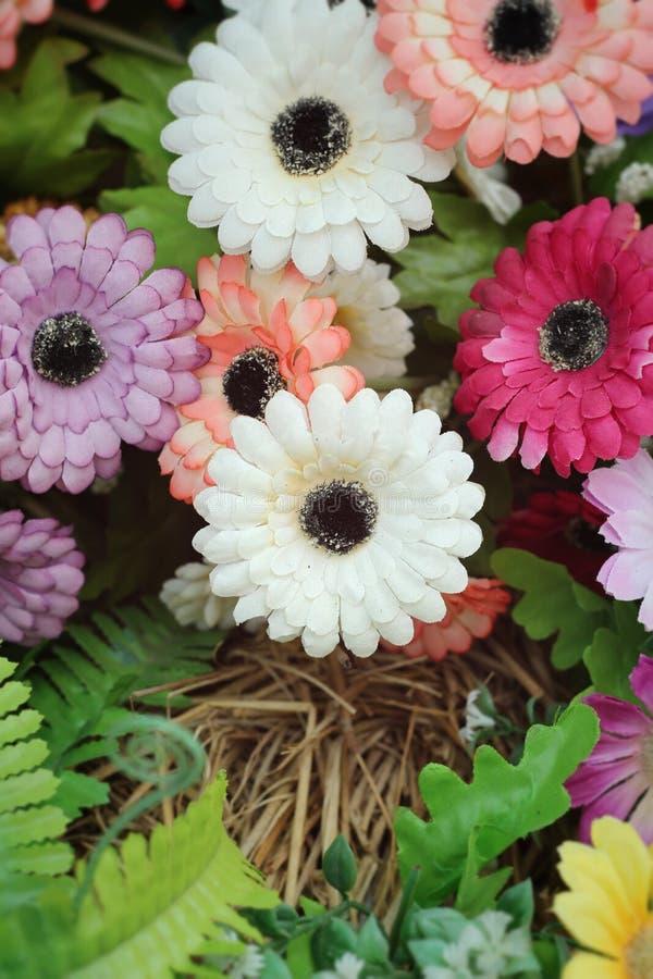 Schöner Weinlese Gerbera von künstlichen Blumen lizenzfreies stockfoto