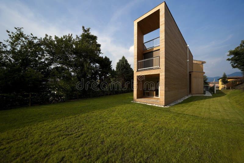 Schönes ökologisches Haus, draußen stockbilder