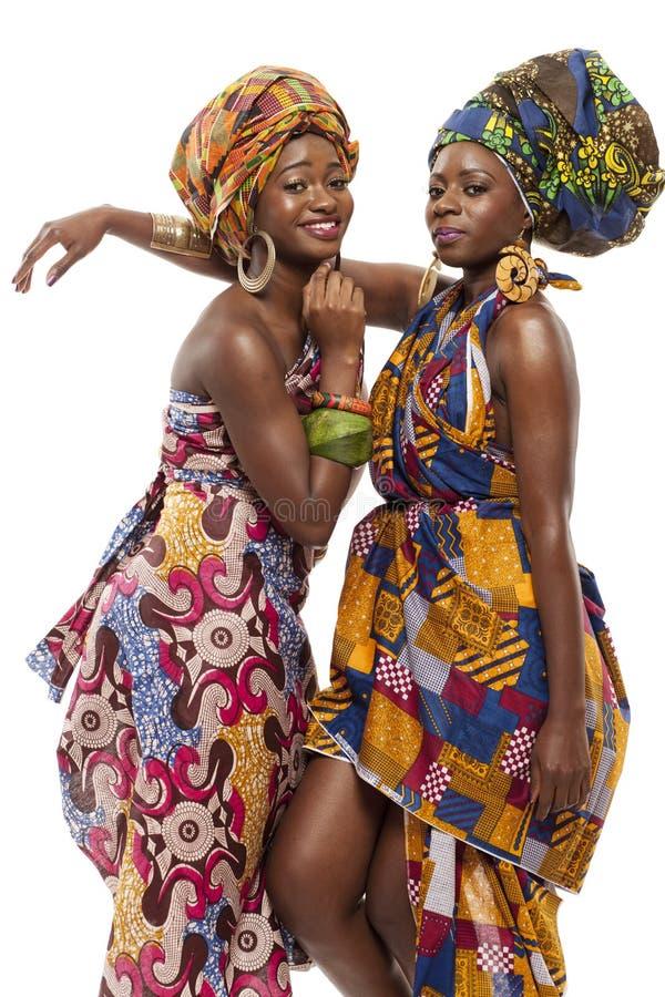 Schönes afrikanisches Mode modesl im Trachtenkleid. stockfotografie