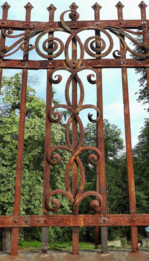 Schönes altes Zaunelement an einem deutschen Friedhof vektor abbildung