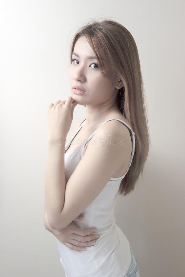 Schönes asiatisches Frauenportrait lizenzfreie stockbilder