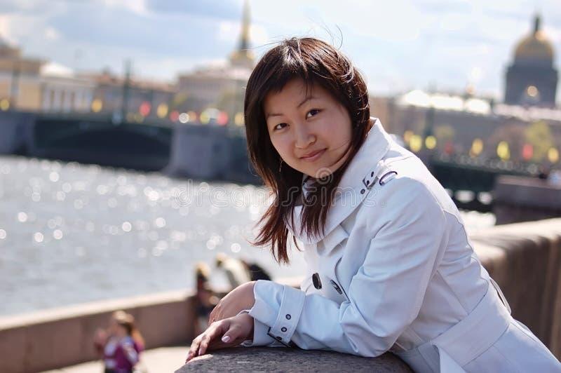 Schönes asiatisches Mädchen lizenzfreies stockbild