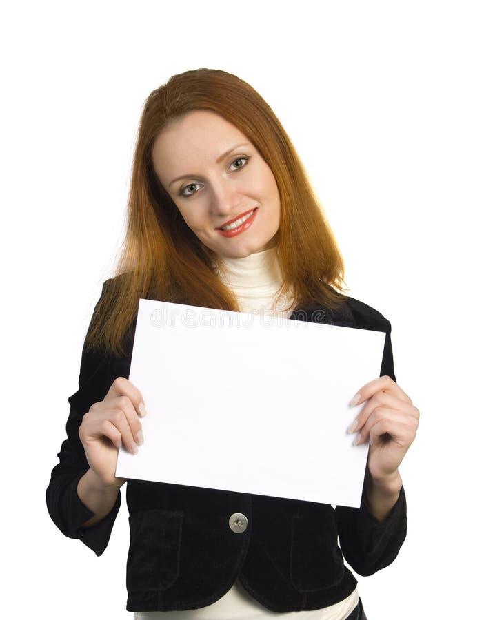 Schönes attraktives lächelndes Frauenholdingzeichen lizenzfreies stockfoto
