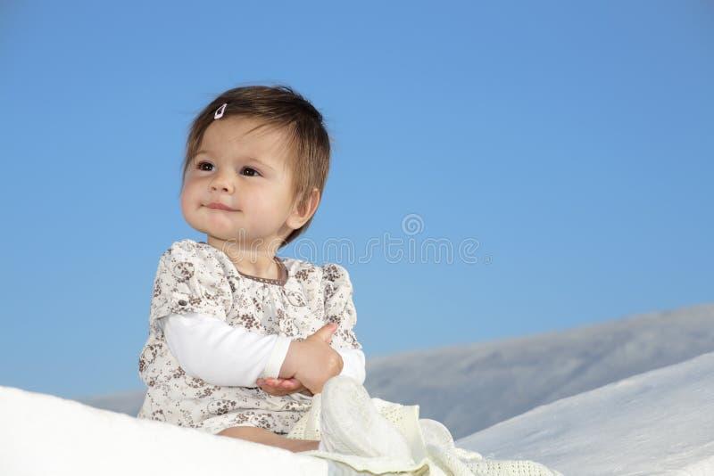 Schönes Babylächeln stockfoto