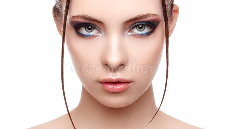 Schönes Badekurortmodellmädchen mit perfekter frischer sauberer Haut, nasser Effekt auf ihr Gesichts- und Körper-, Hautecouture-  lizenzfreies stockbild