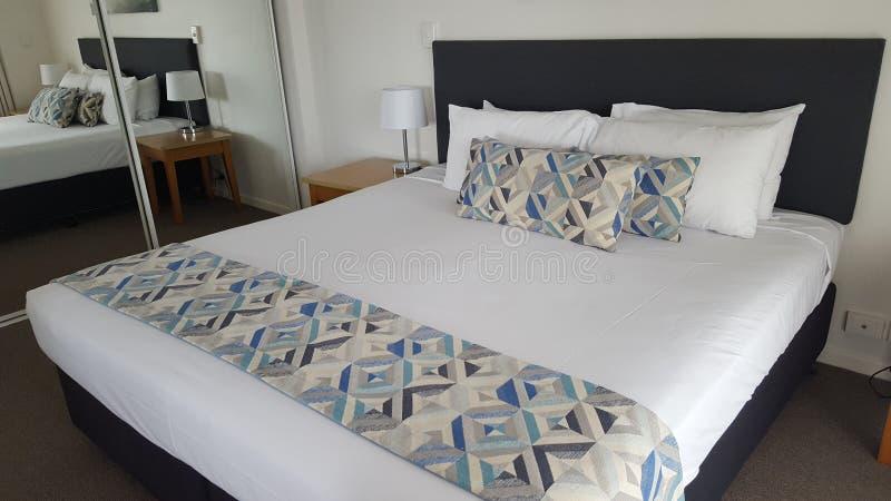 Schönes, bequemes Zweibettzimmer in meiner luxuriösen Wohnung bei Alpha Sovereign Hotel, Nordsurfer Paradise, Queensland stockfotos