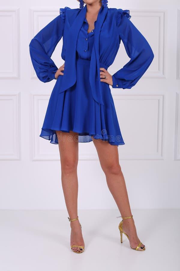 Schönes blaues Kleid stockbilder