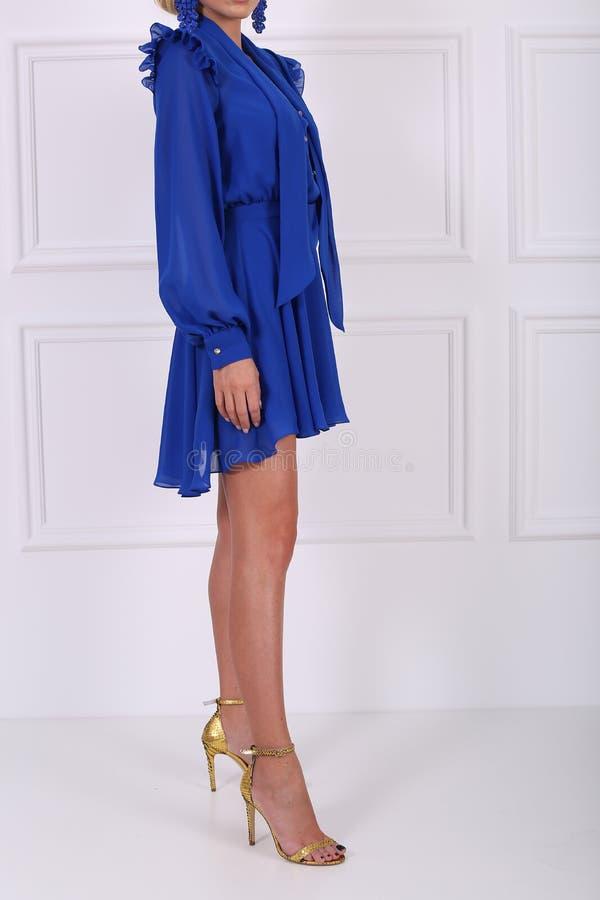 Schönes blaues Kleid lizenzfreies stockbild